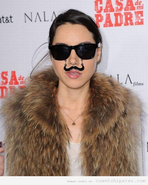 Gafas de sol hipster con un bigote colgando