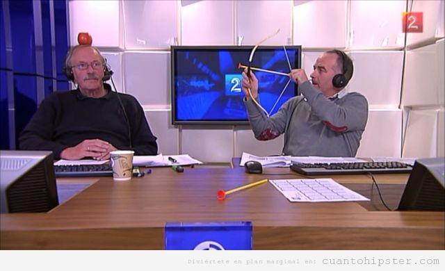 Presentadores de un programa de la 2 juegan tiro arco y manzana