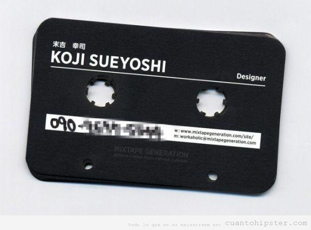 Tarjeta de visita original con forma de casete retro de un diseñador gráfico hipster