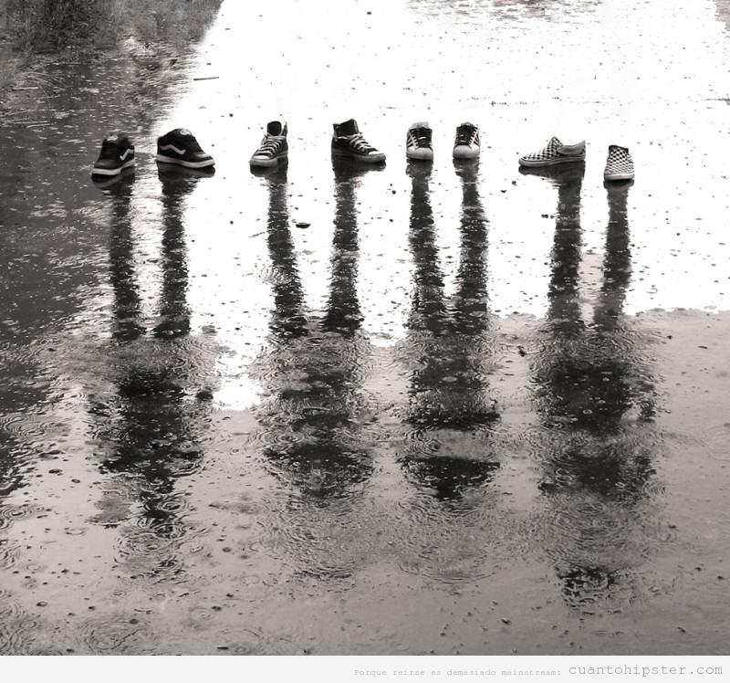 Fotografía hipster retocada con las zapatillas de cuatro chicos y sus sombras