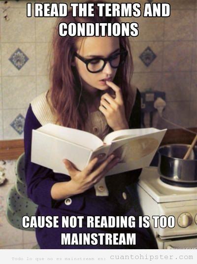 Chica hipster lee términos y condiciones de uso