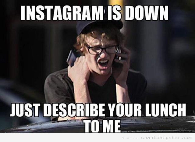 Meme de un hipster que llora hablando por teléfono porque no le funciona Instagram