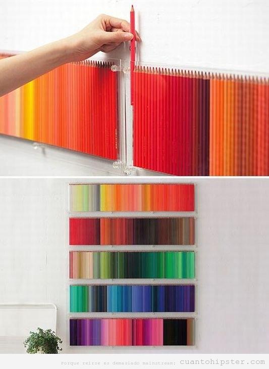 Pared de diseñador o ilustrador decorada con lápices de colores