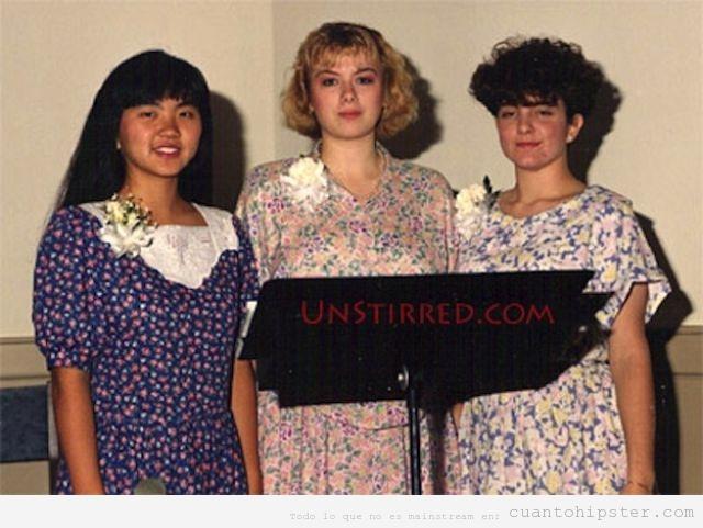 Tina Fey de adolescente vestida vintage y corte de pelo retro hipster en una boda