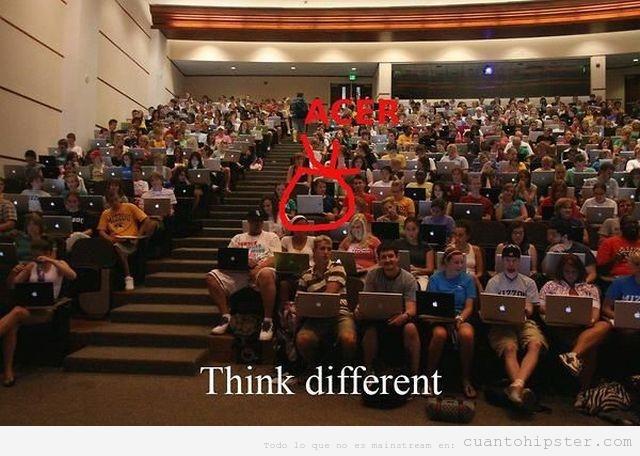 Clase de universidad en EEUU, todos los estudiantes con Mac menos uno