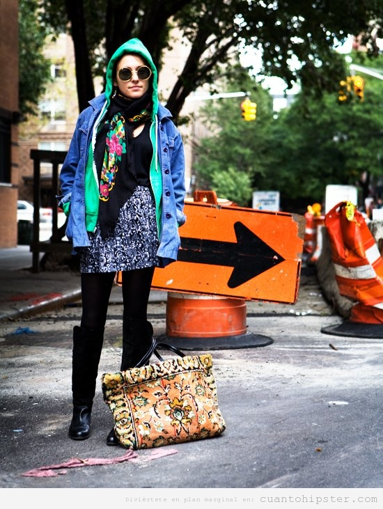 Imagen de una chica con look hipster