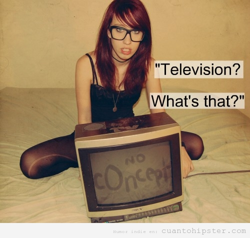 Meme de una chica hipster que no ve la televisión