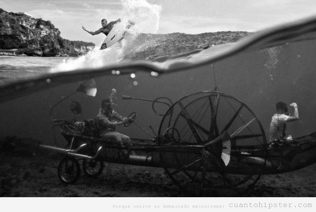 Imagen WTF, hipsters con un coche antiguo debajo del agua