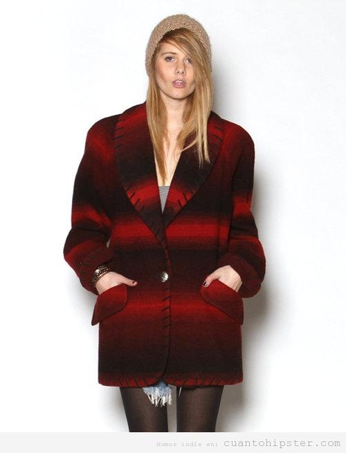 Chica hipster con abrigo retro