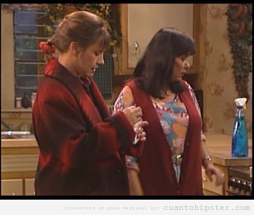 Jackie de Roseanne con abrigo hipster
