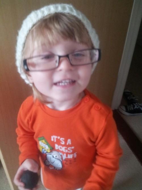Foto de un niño hipster con look de invierno