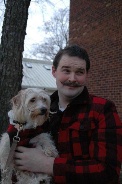 Hombre leñador con bigote o hipster