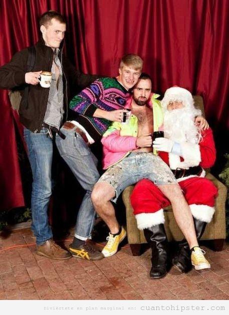 Hipsters y modernos en el regazo de Papa Noel
