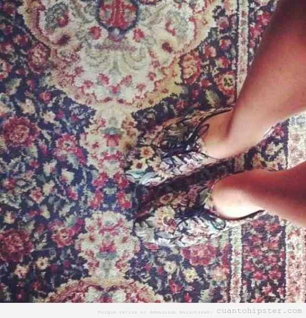 Foto zapatillas hipster print alfombra abuela