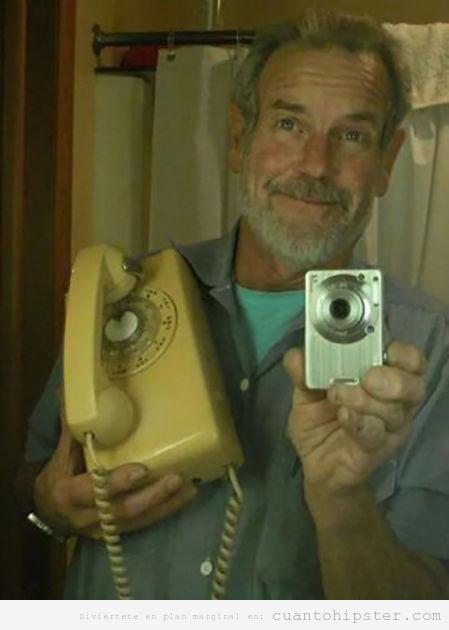 Selfie de tu abuelo con el teléfono
