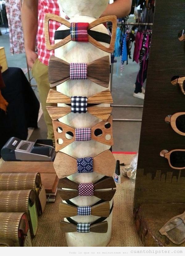 Look hipster con pajaritas de madera