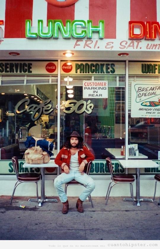 Foto antigua chico en café 50s