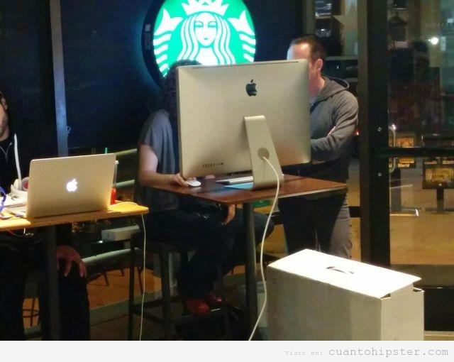 Foto WTF ordenador Mac grande en el Starbucks