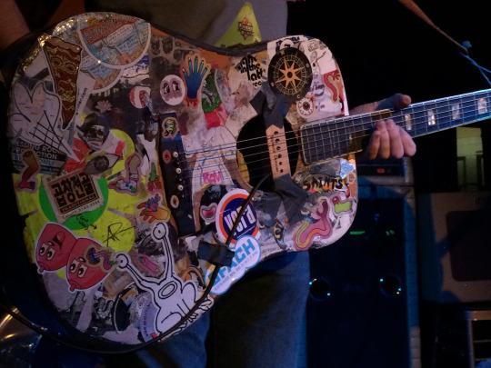 Guitarra hipster tuneada