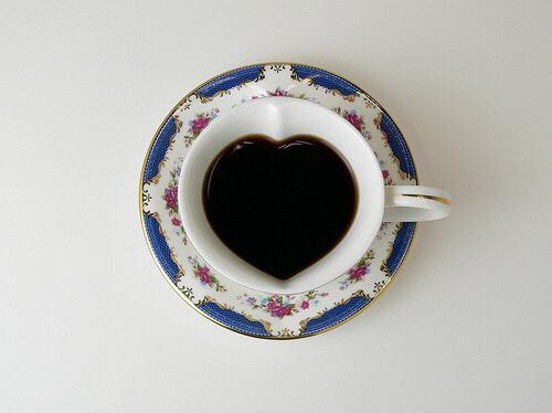 Taza café con forma de corazón