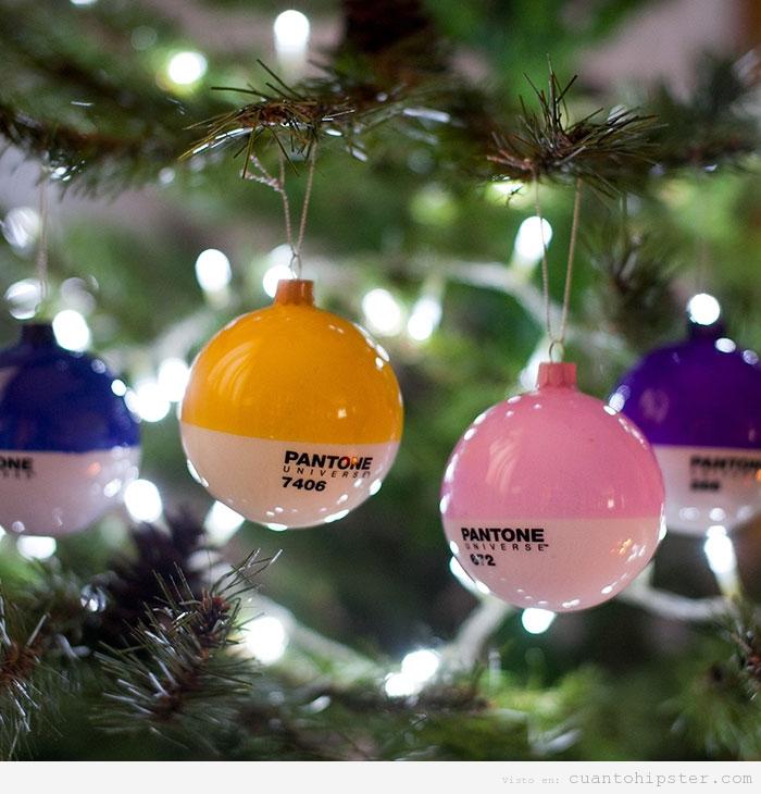 Bolas árbol Navidad de colores Pantone
