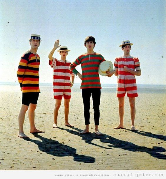 The Beatles en la playa en 1963 por Dezo Hoffman