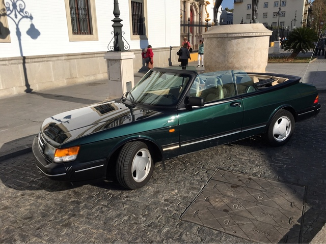 Coche hipster Saab 900