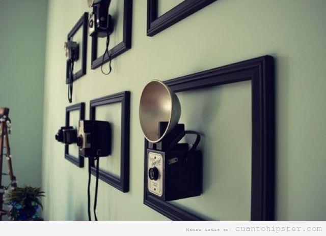 Decoración hipster vintage con cámaras de foto antiguas colgadas en la pared