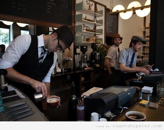 Baristas vestidos retro hipster trabajando en un café