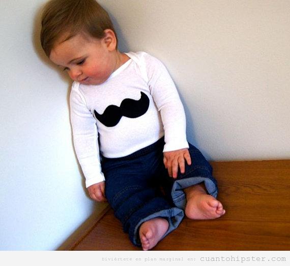 Bebé hipster con camiseta moustache