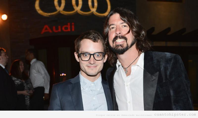 Elijah Wood con gafas de pasta, es una hipster celebrity