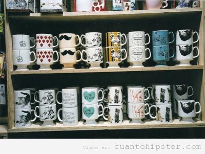 Colección de tazas de café con bigote y otros elementos hipsters y vintage