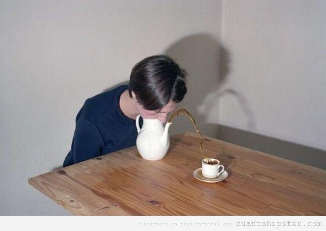Chica soplando en una tetera para servir el té en taza