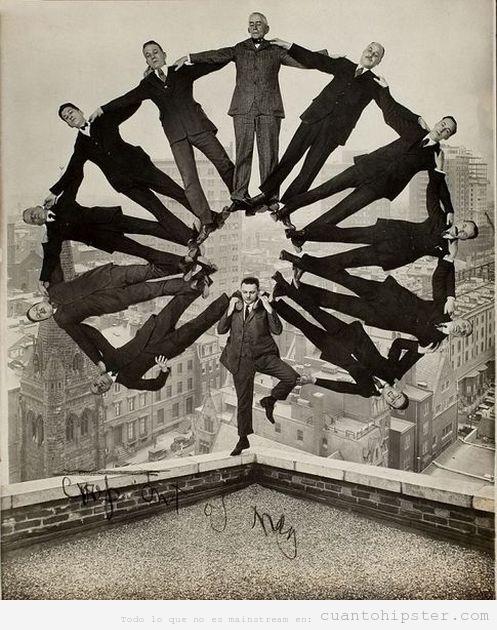 Foto antigua retocada de una rueda hecha con hombres