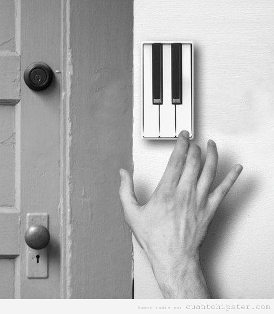 Timbre de la puerta original con forma de teclas de piano