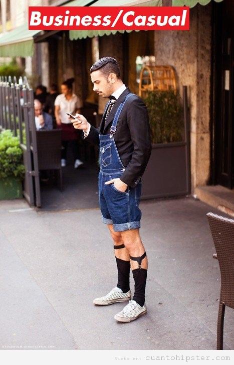 Chico hipster hortera mitad traje mitad mono tejano