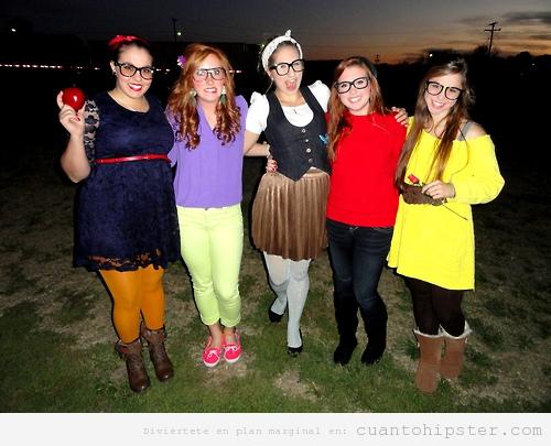 Grupo Chicas disfrazadas de Princesas Disney Hipsters en Halloween