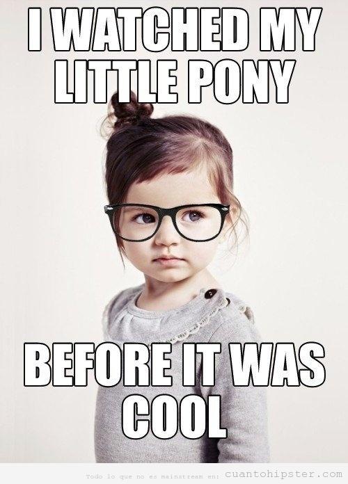 Niña hipster gafapasta