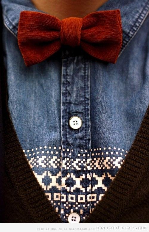 Look hipster con camisa tejana, pajarita de pana y chaqueta de lana
