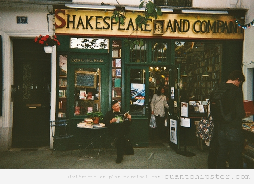 Imagen bonita y vintage de una libreria, Shakespeare and Company