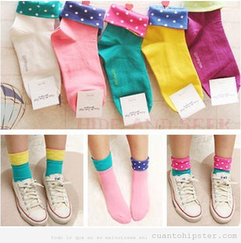 Calcetines de colores con lunares o topos, estilo indie