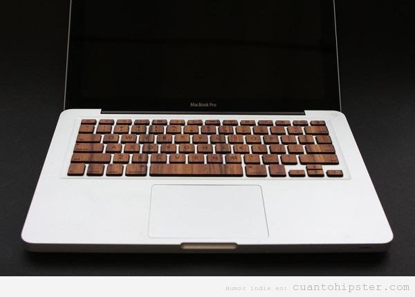 Mac Book Pro tuneado con teclas de madera