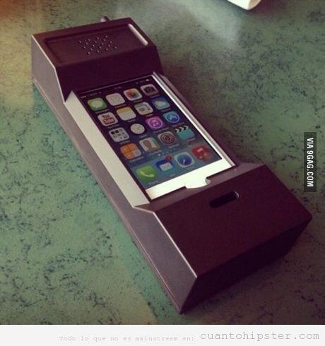 Funda para iPhone con forma de teléfono móvil antiguo