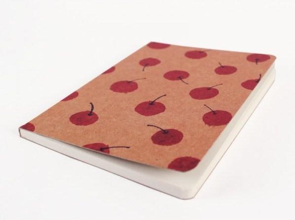 cuaderno-vintage-con-estampado-de-cerezas