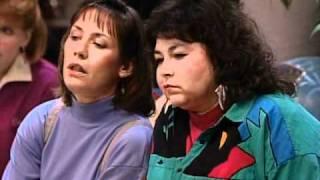 Jackie de Roseanne con look hipster en los 90