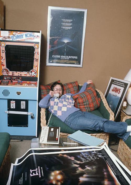 Steven Spilberg en su oficina en 1982