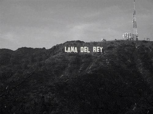 Cartel de Hollywood cambiado por el de Lana del Rey