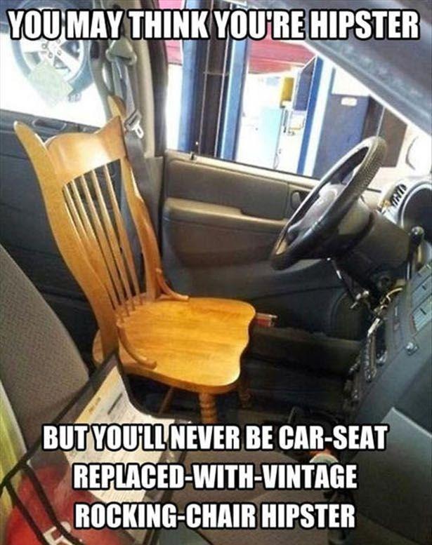 Coche tunning hipster con una silla vintage de asiento de conductor