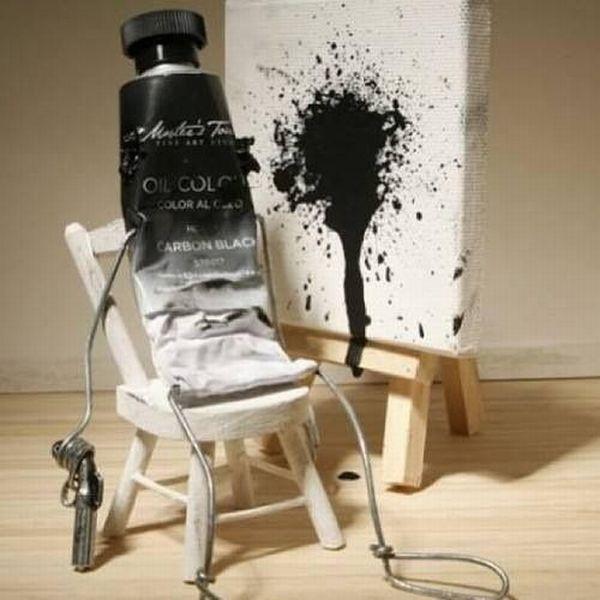 Imagen bonita de un tubo de pintura negro que se pega un tiro sobre un lienzo