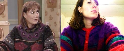 Jackie de Roseanne y chica hipster con un jersey de lana